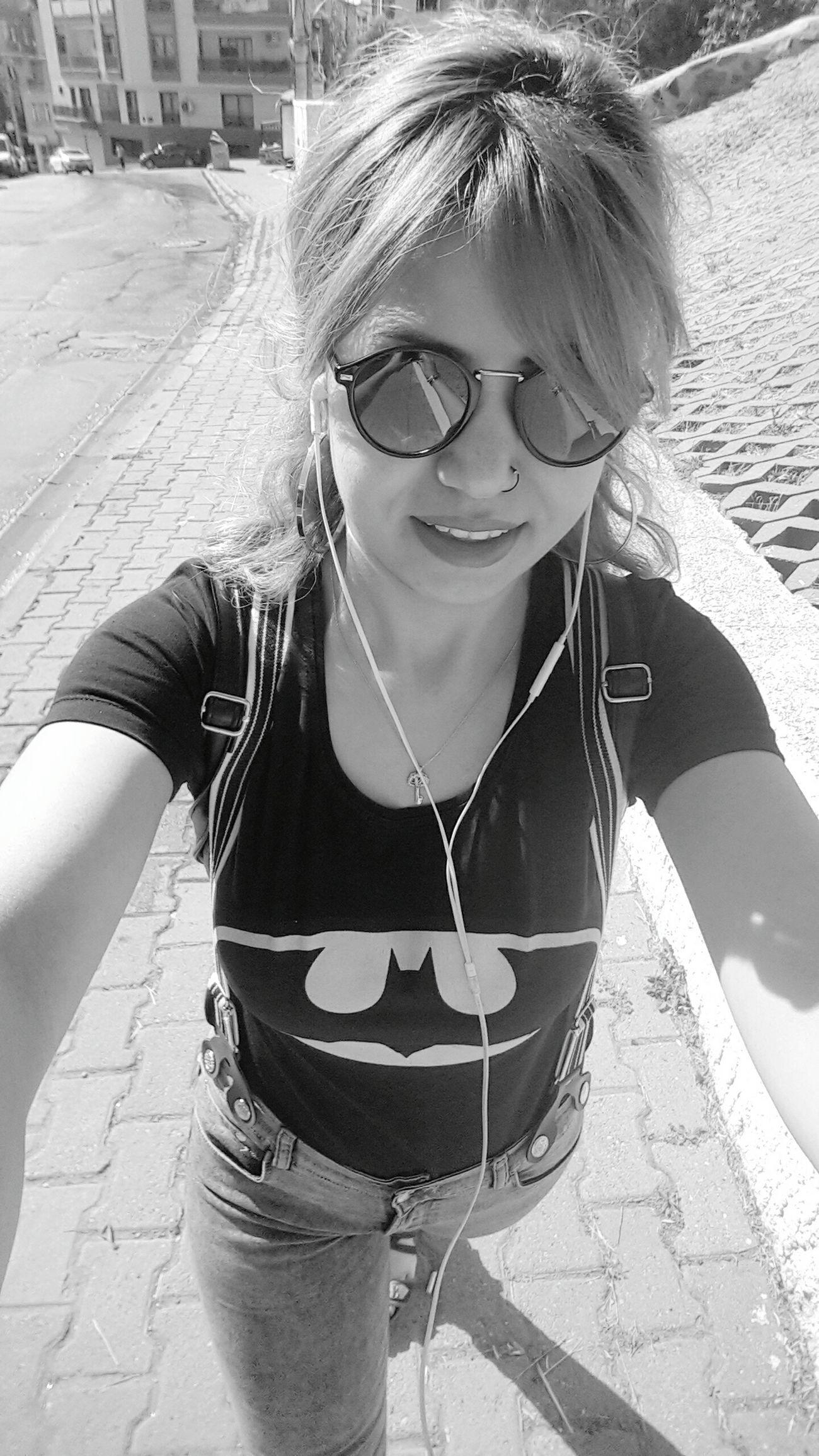 Helloo 😉👍✌ Batman Hello World Glass Beauty Street Photography Amazing Cool Morning Enjoying Life Likebackteam