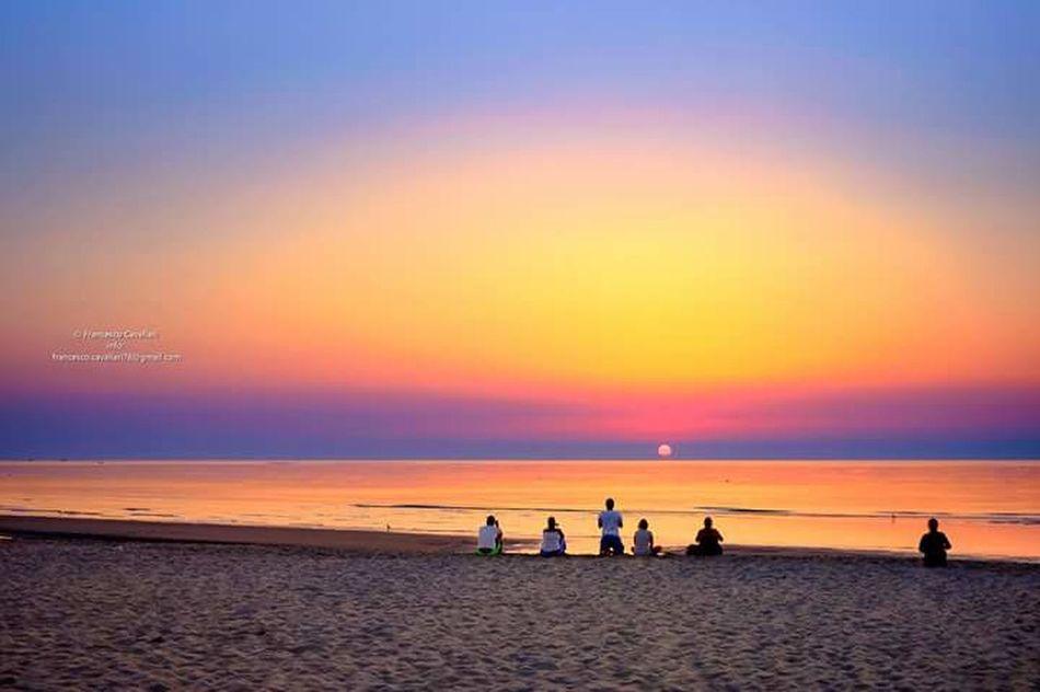 Un giorno in piu.. Aspettando l'alba. Sunrise Dawn Of A New Day Seascape Sea Adriatic Sea People In Attesa......... Comacchio Mare