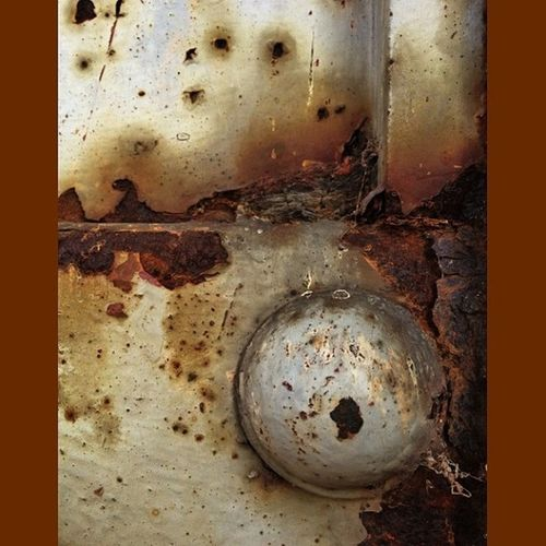 Hey did you know it was Rusty Thursday?? No one told me. #rustythursday #rsa_preciousjunk #royalsnappingartists #infamous_family #detailsofdecay Rustythursday Detailsofdecay Infamous_family Royalsnappingartists Rsa_preciousjunk Rustthursday