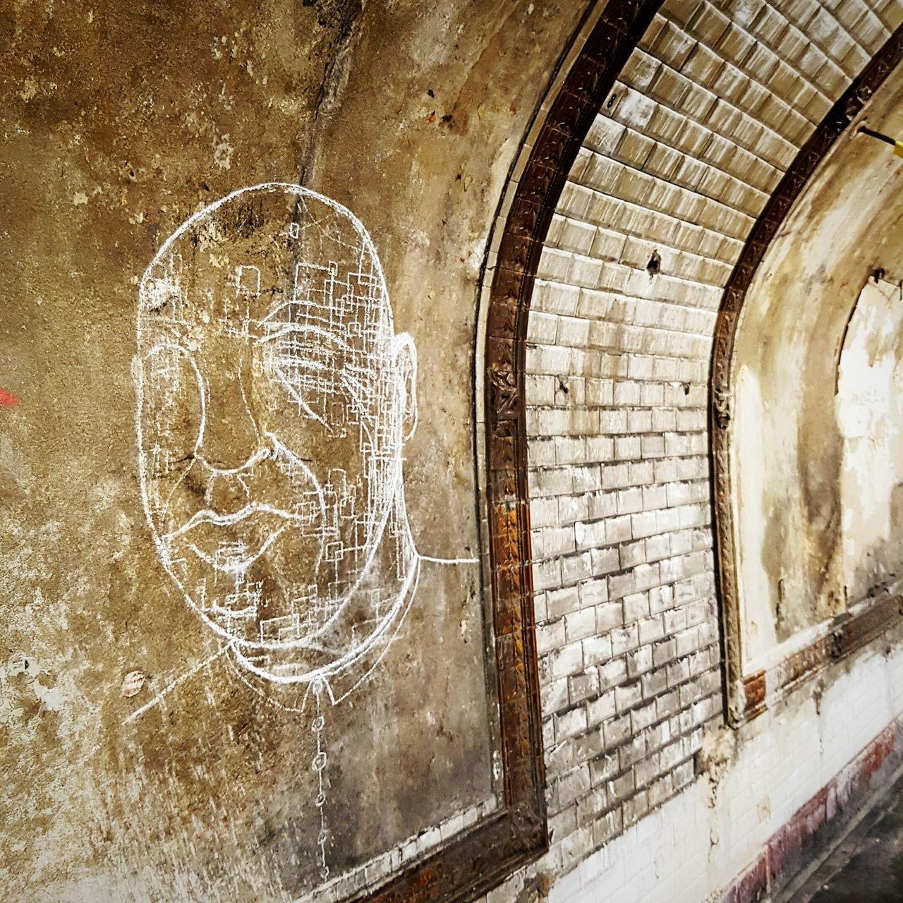 Métro de Paris en travaux. Dessin a la craie artiste anonyme. Metro Drawing Paris, France  First Eyeem Photo