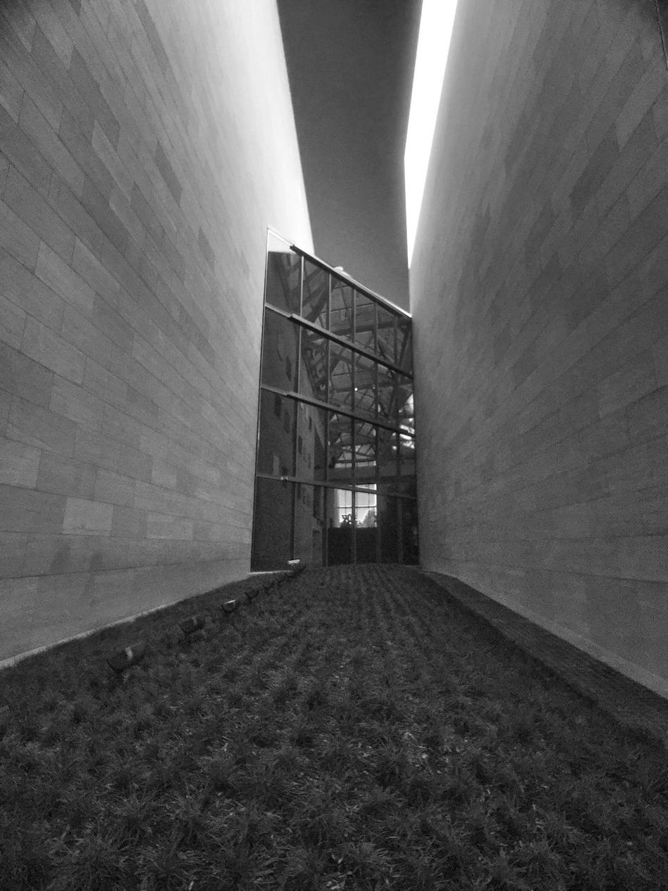 Architecture Built Structure Wall - Building Feature Surface Level The Way Forward Outdoors Narrow Large Long IPhoneography Street Photography Black & White Monochrome Glass Museum Gallery Art Gallery Smithsonian National Gallery Of Art