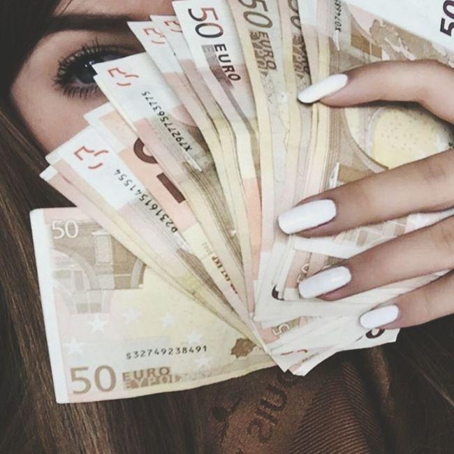 Euro Money Money Money Money Gorgeous Aesthetics Selfie ✌ Selfie✌ Nails Nails Done Long Nails