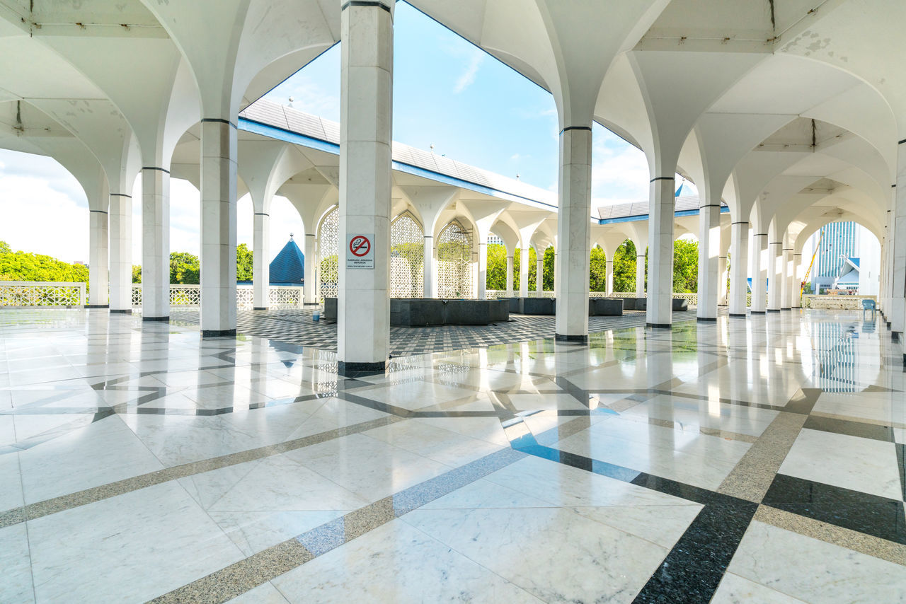architectural column, corridor, indoors, arch, flooring, tiled floor, in a row, architecture, white color, day, empty, pillar, sunlight, built structure, no people, marble, passage