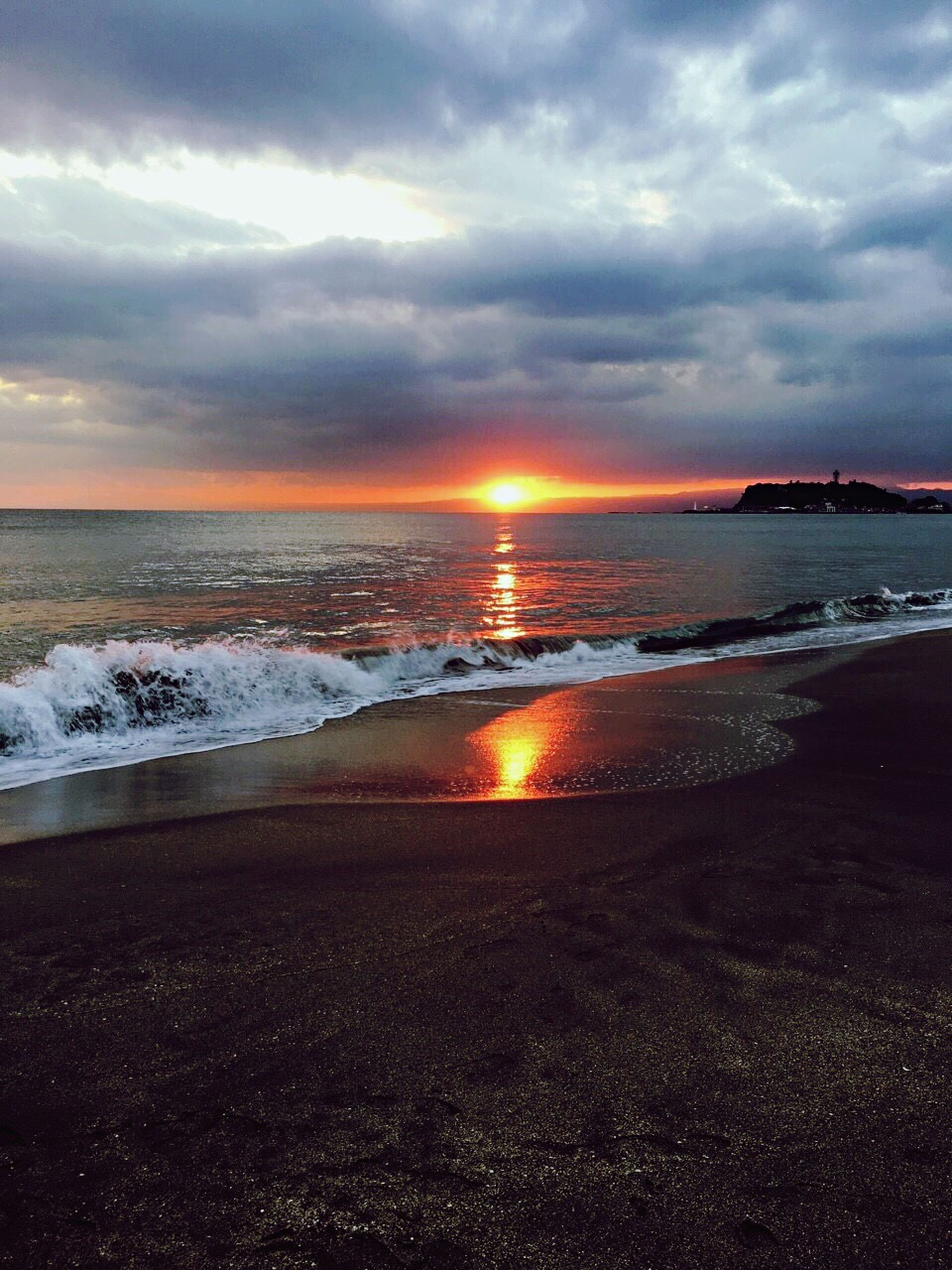 sea, beach, water, sunset, sky, horizon over water, scenics, shore, beauty in nature, tranquil scene, cloud - sky, tranquility, wave, nature, sun, idyllic, cloudy, sand, orange color, cloud