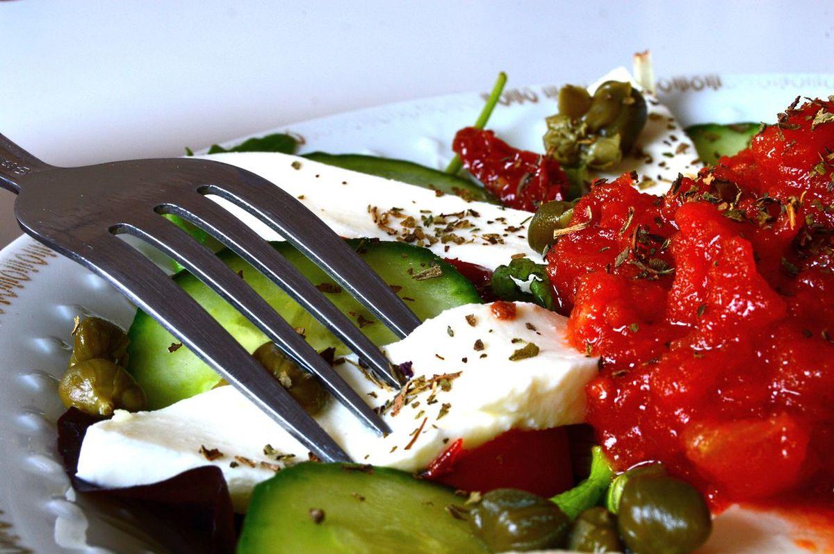 Basil Capers Cucumber Food Foodporn Healthy Lettuce Mozarella Mozzarella Rocket Salad Salad Sauce Sundried Tomatoes
