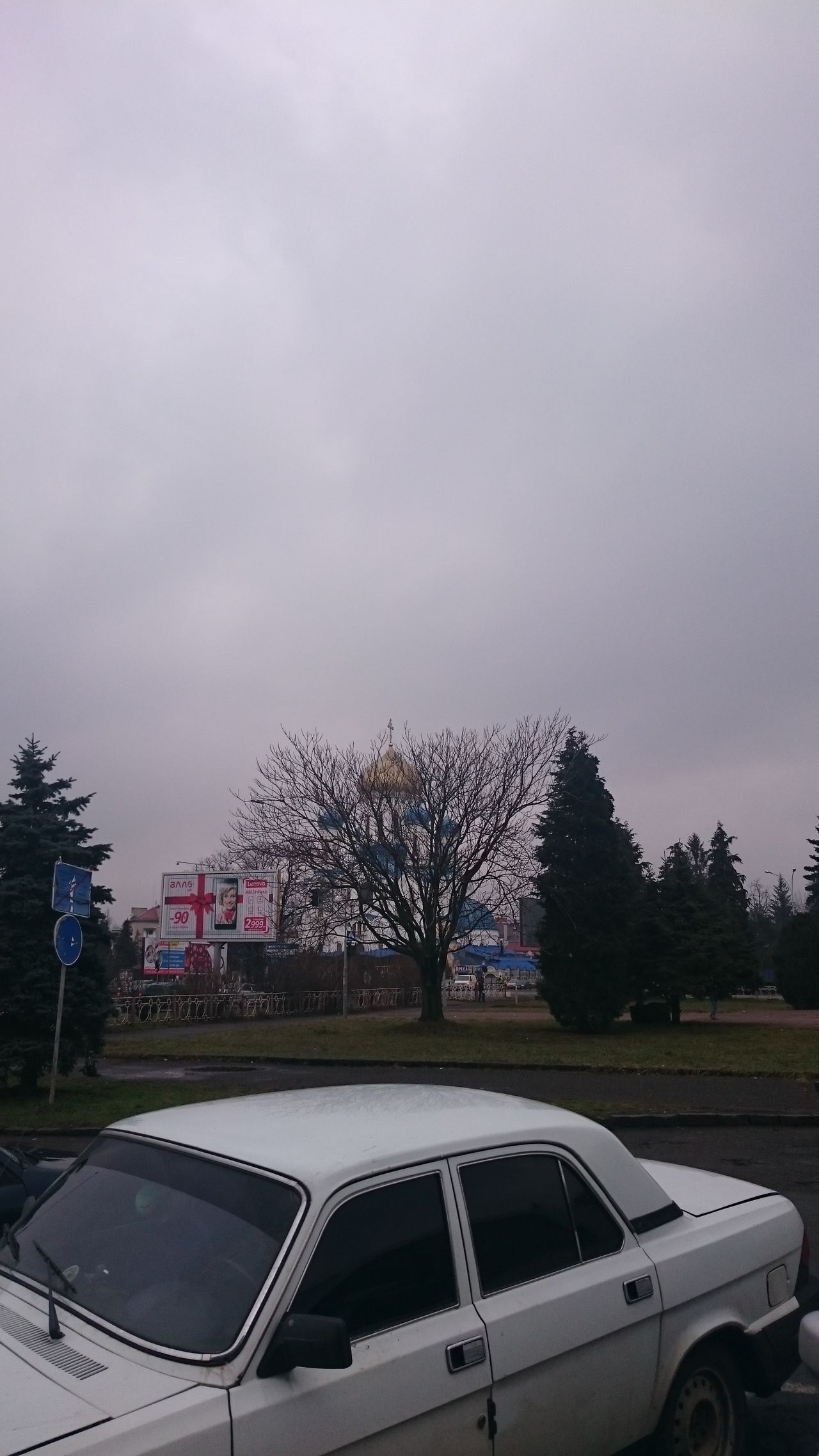 Ukraine Uzhgorod Wolga car Church trees