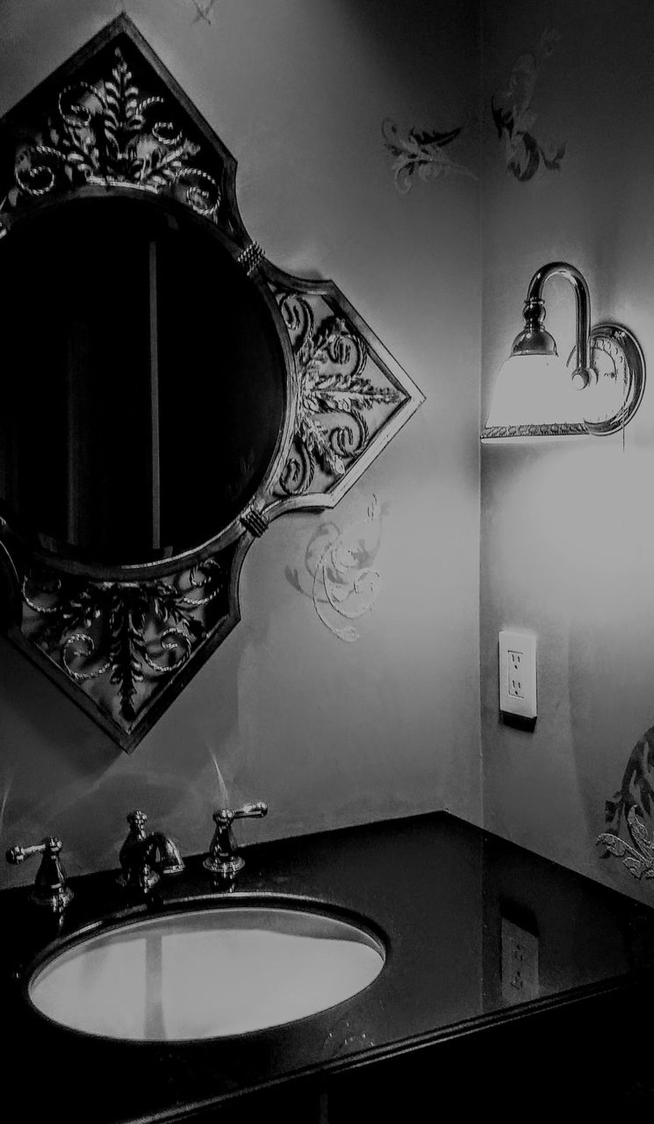 Mirror Bathroom Domestic Bathroom Indoors  Faucet Luxury Domestic Room Water Architecture Hygiene No People Bathroom Sink Day Sink And Counter Mirrored Image Beautiful Home Home Showcase Interior Irwin Collection Architecture EyeEm Best Shots Home Interior EyeEm Gallery Blackandwhite Photography Irwin Collection