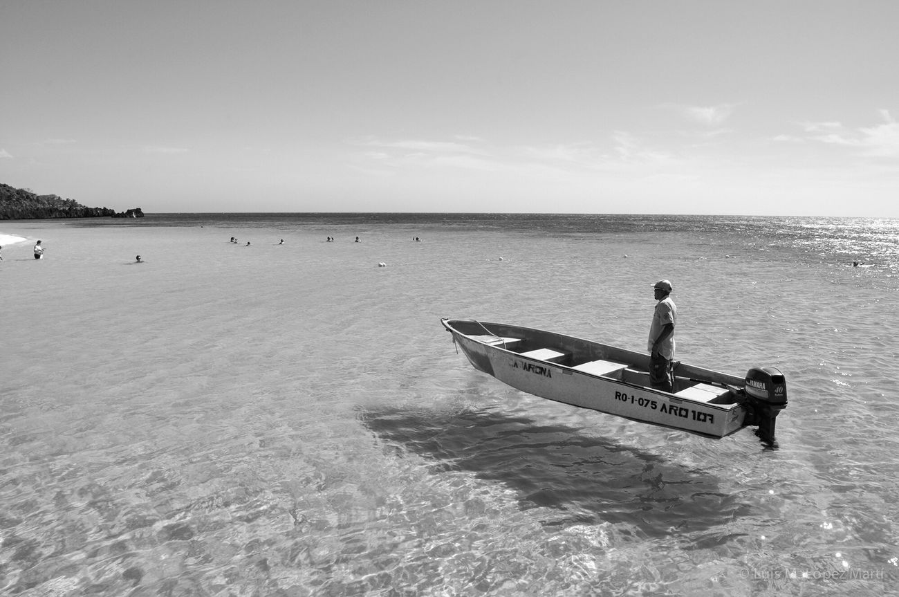 West Bay, Roatan Honduras Sea Nature Lifestyles Monochrome Monochrome Photography Monochromatic Black And White Collection  Black & White Blackandwhitephotography Travel Traveling Black&white Black And White Photography Blackandwhite Photography Black And White Blackandwhite Nikon Photooftheday B&w People Monochrome Photograhy Travelphotography Blackwhite