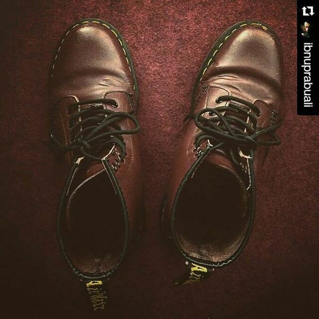 Repost @ibnuprabuali with @repostapp ・・・ Docmart Doctormartens Cherryred Maroon Docmartens Doctormartins Docmart_id Doctormartensindonesia Thegoodsdept Thegoodsdepartment Thegoodsdepartement Shoes Boots 8holes England British Punk Style Fashion Airwair Bouncingsoles Aircushion Aircushionsoles Soles boot generasi90an 90s 90sfashion fashionstyle