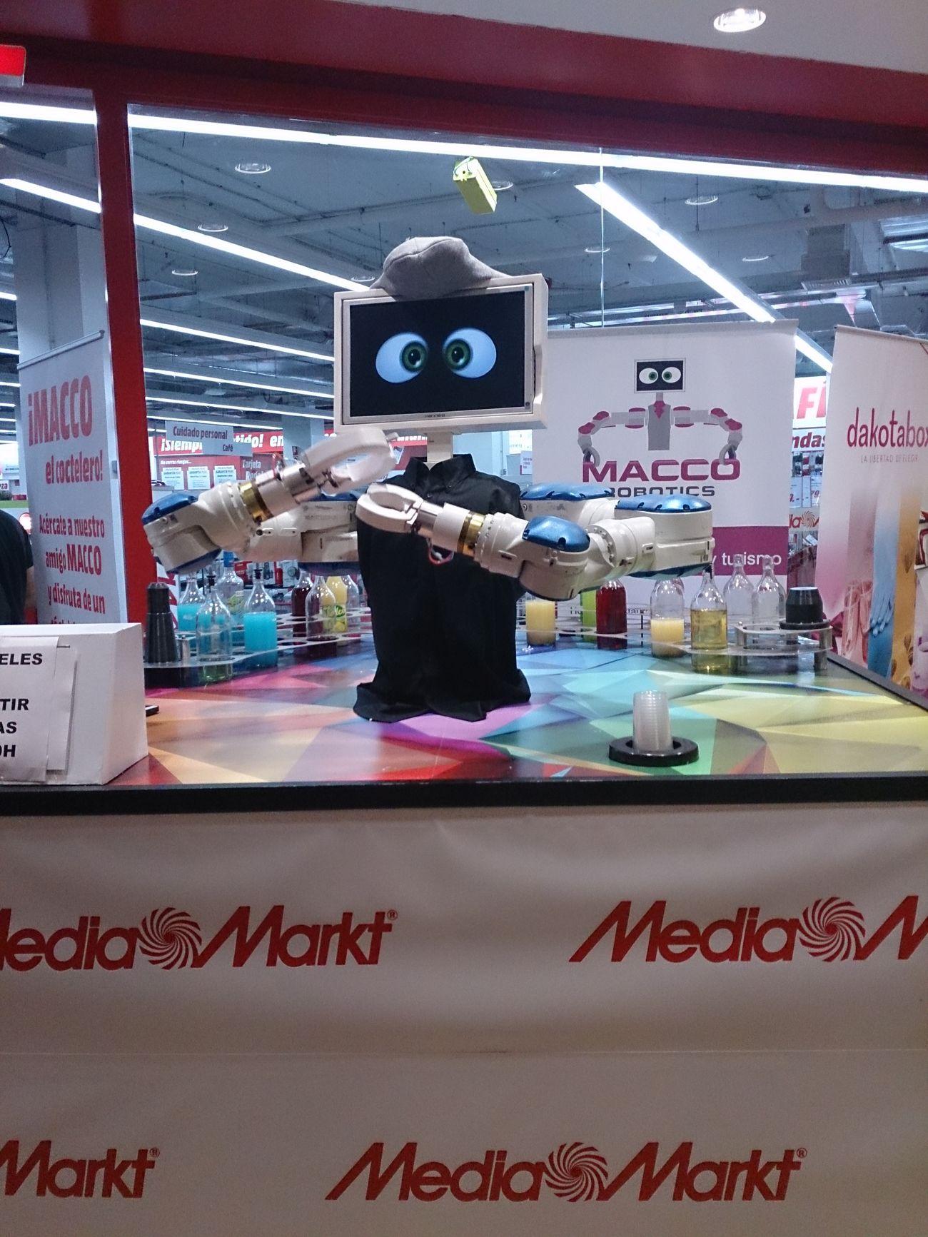 Un Robot que te prepara Cocteles en Media Markt