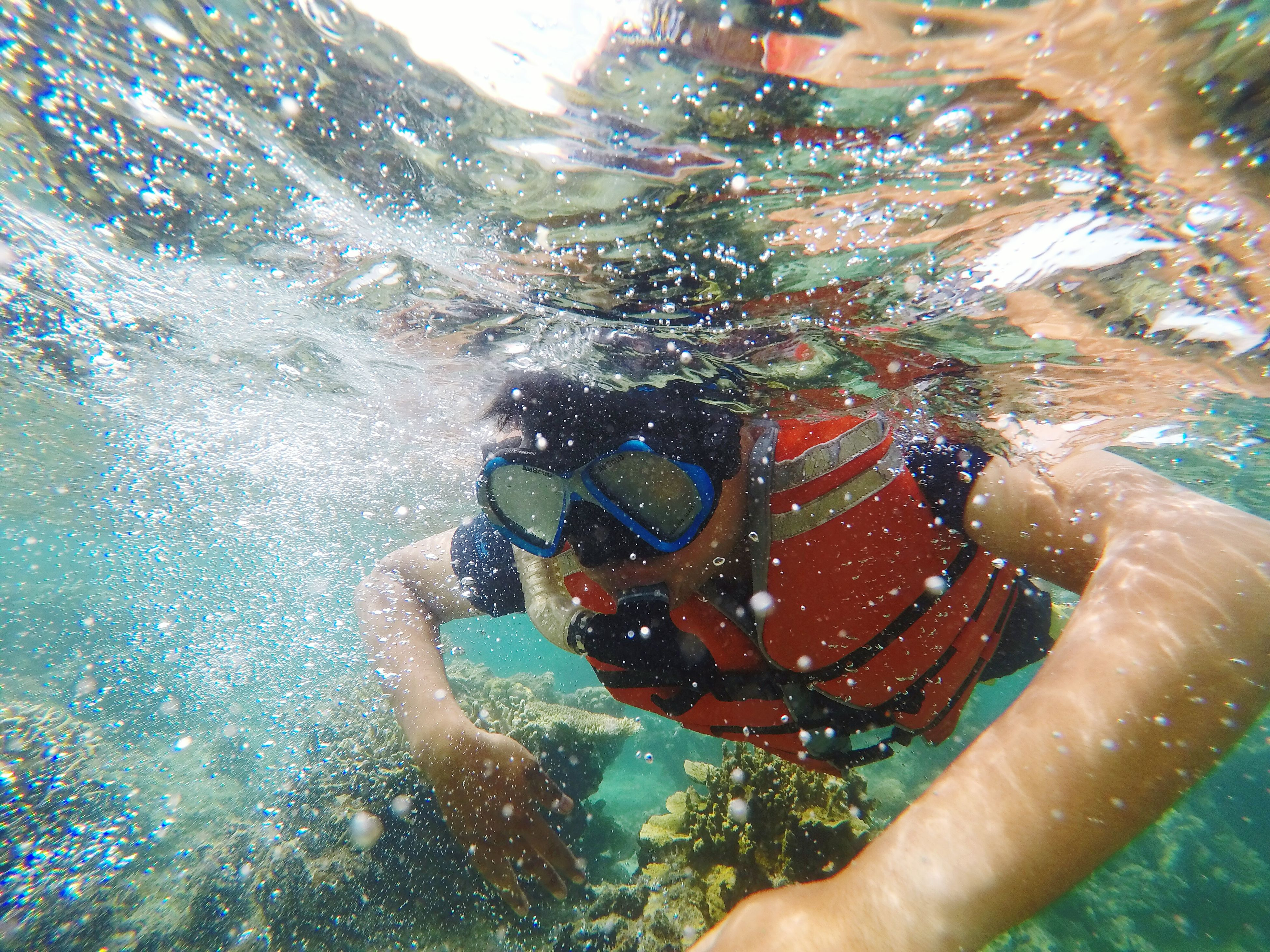 one person, real people, leisure activity, adults only, lifestyles, swimming goggles, day, only men, one man only, people, outdoors, portrait, swimming, close-up, men, adult, shirtless, young adult, snorkeling