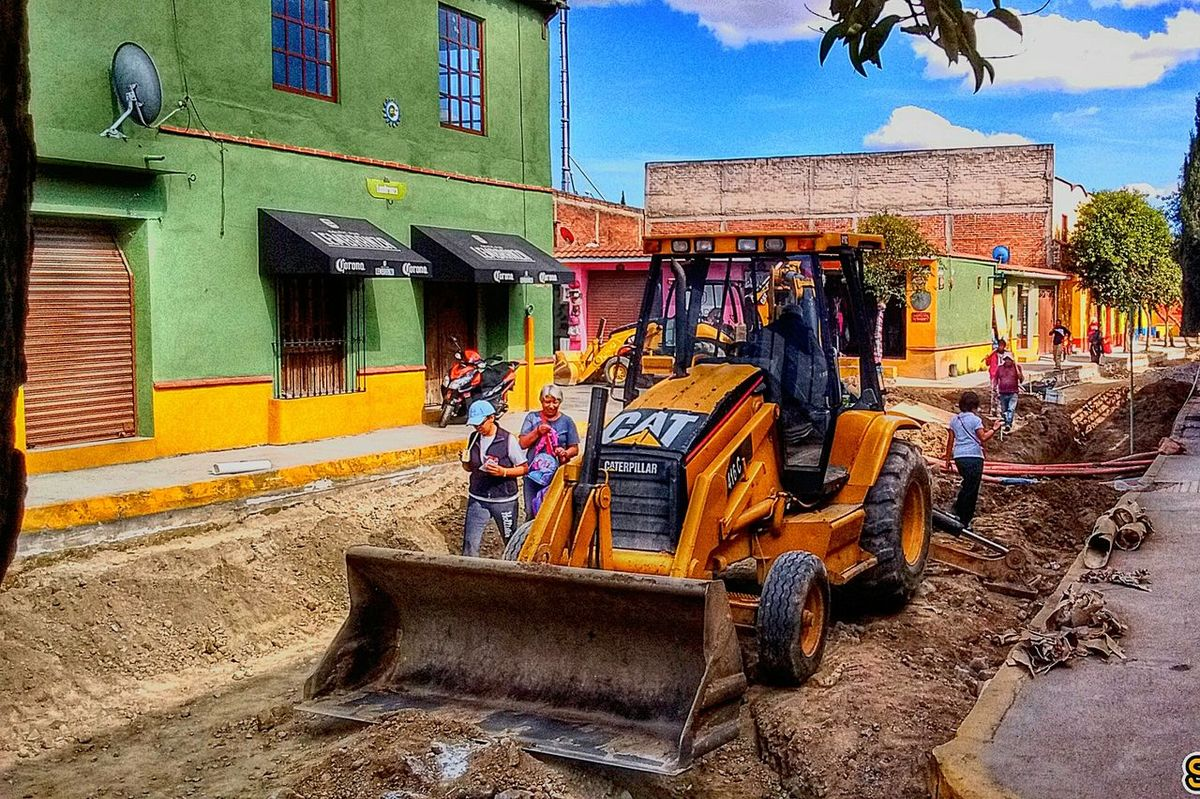 Men at Work Building Exterior Architecture Built Structure Tree Outdoors Travel Destinations Sky City Statue Metepec Mágico No People Day Menatwork