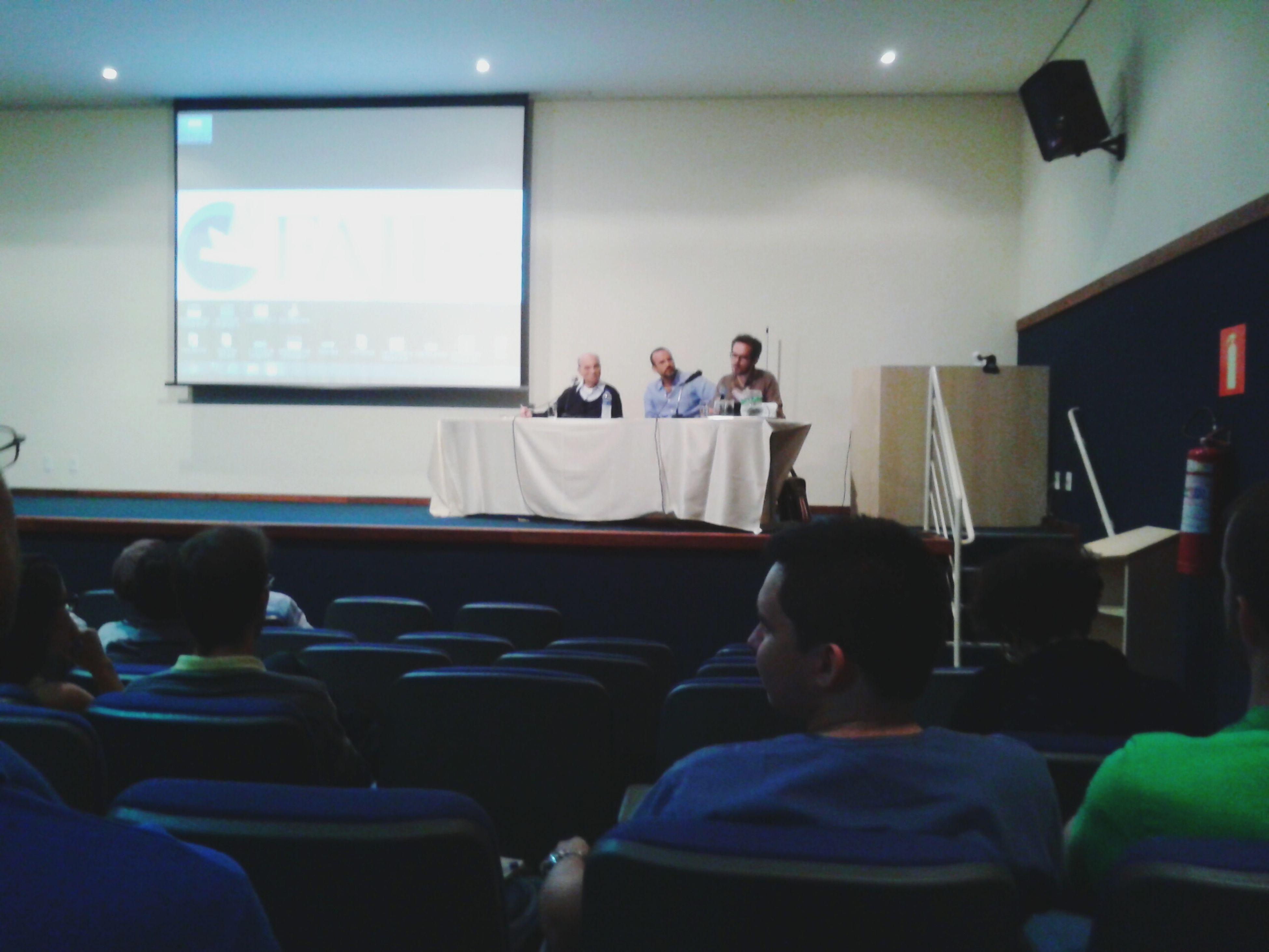 Colóquio temático FAJE \ UFMG - Tradição analítica e tradição continental. Profs João Mac Dowell e Eduardo Neves Silva.