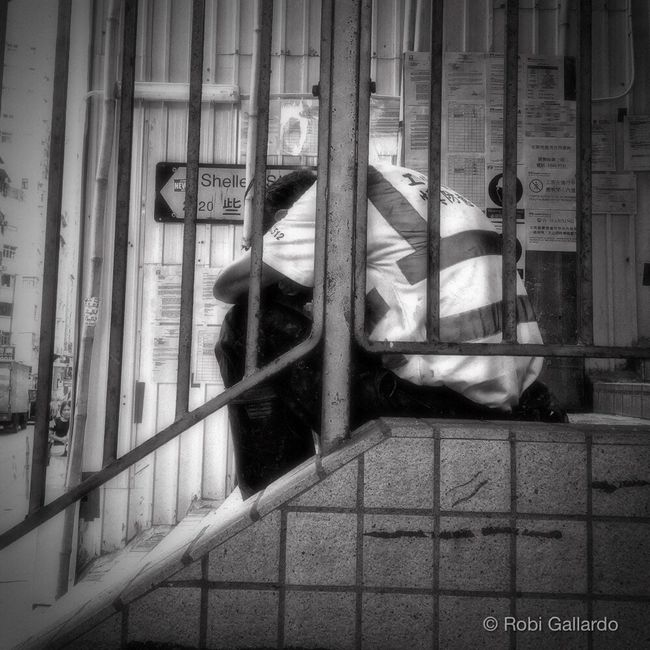City Life EyeEm Best Shots - The Streets IPhoneography Urban HongKong Hong Kong WeAreJuxt.com Shootermag Eyeem Philippines AMPt_community Theappwhisperer Iphone6plus NEM Street Streetphotography NEM Black&white AMPt - Street Streetphoto_bw Streetphotography_bw Black & White Blackandwhite People Stairs