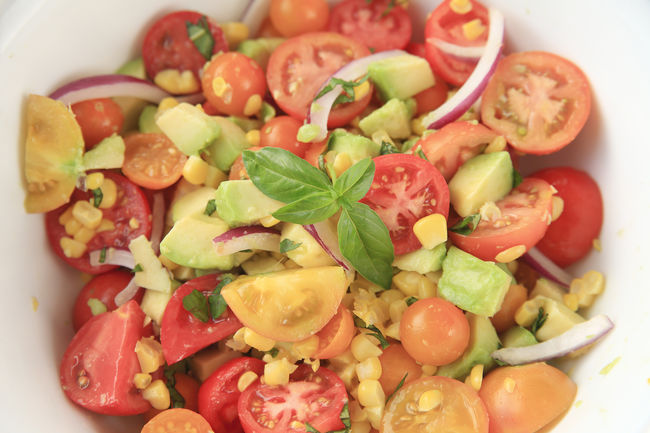 Corn, avocado, tomato and basil salad Avocado Basil Close-up Food Garnished Green Healthy Eating Indoors  Natural Light Nobody Overhead Ready-to-eat Red Red Onion Salad Seasonal Summer Sweet Corn Tomato Vegan Food Vegetables Vegetarian Food