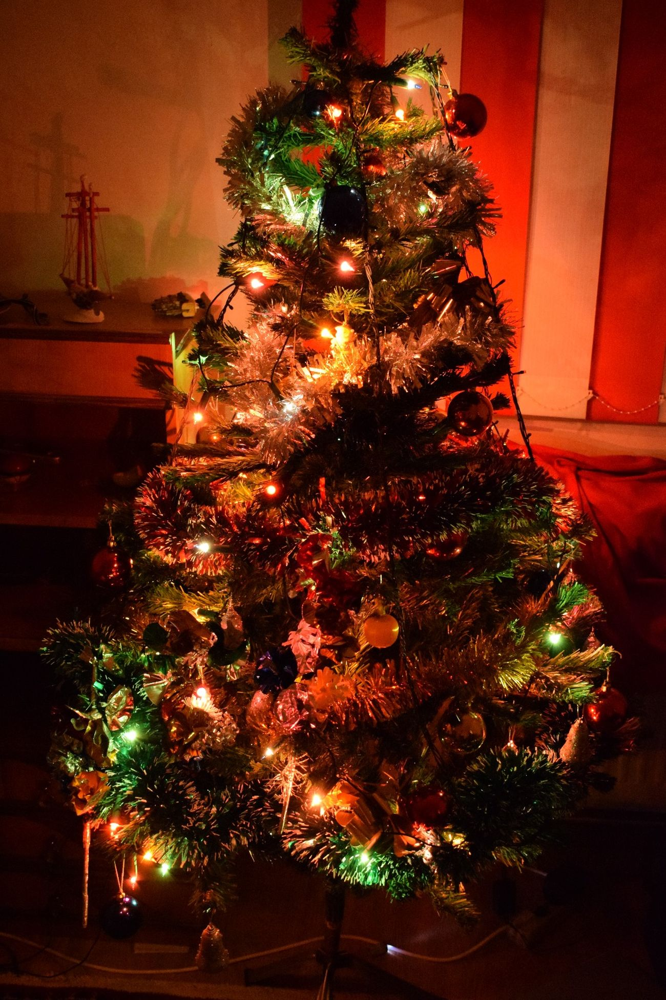 Christmas Christmas Tree Tree Celebration Tradition Christmas Decoration Christmas Lights Illuminated No People Christmas Ornament Vacations Moments Multi Colored Ready For Christmas! ! Red Decoration Tradition Christmas Celebration Christmas Lights Cristmas Time♥ CRISTMAS💙 NIKON D5300