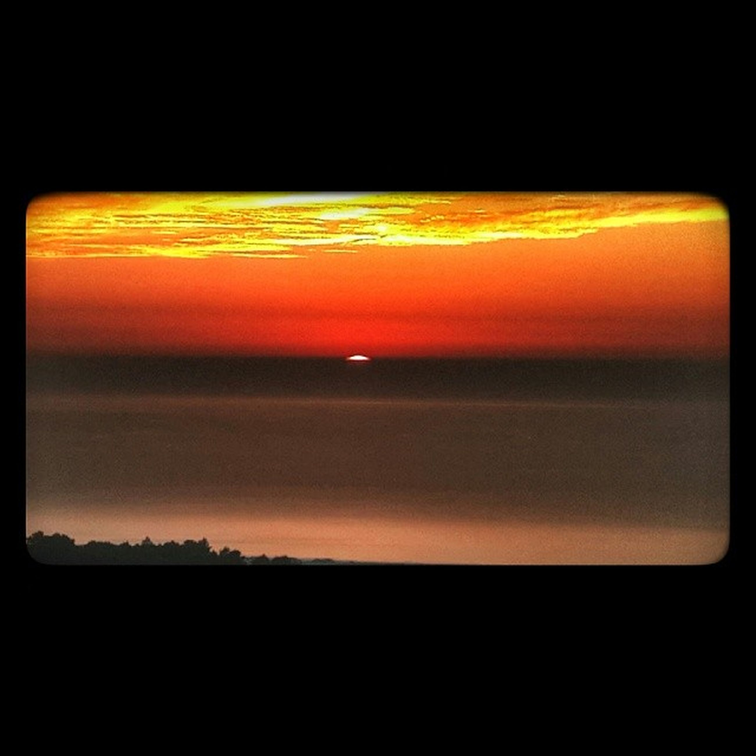 sunset, orange color, copy space, scenics, silhouette, beauty in nature, tranquil scene, dark, transfer print, tranquility, auto post production filter, idyllic, nature, sky, yellow, no people, clear sky, sun, horizon over water, red