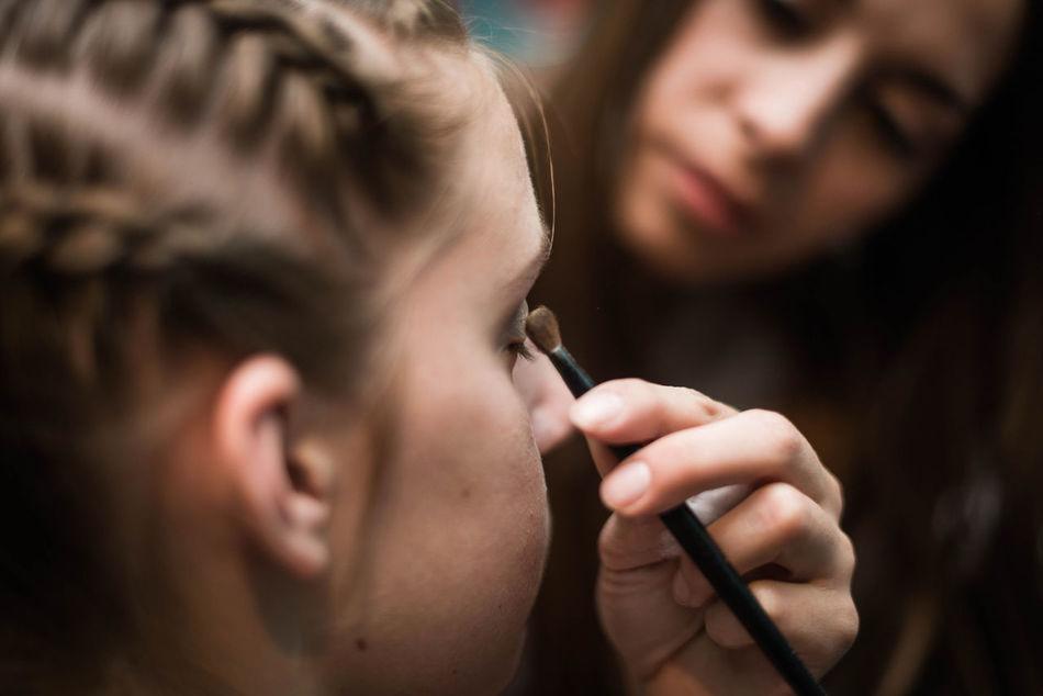Backstage Birthday Brush Fifteens Girl Lifestyles Make Up Makeup Makeup ♥ Makeupartist Teenager Working