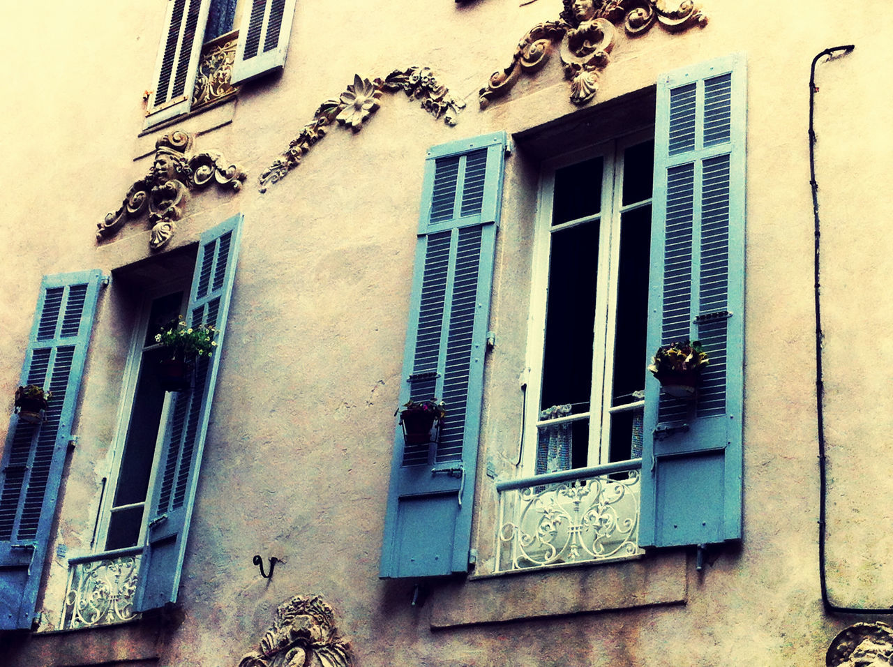 architecture, window, building exterior, built structure, no people, outdoors, day