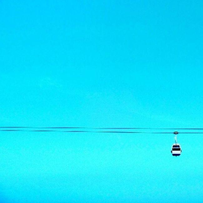 suspenso Suspenso Teleferico Paralelismo Minimalismo Minimalmood Ig_minimalshots Céu Azul Cablecar Cable Cabo Parquedasnacoes Lisboa Lisbon Lisbonforever Suspended Minimalism Minimalism_world Minimal_perfection Parallelism