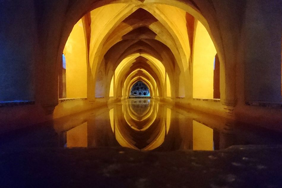 Real de Sevilla Arch Indoors  Built Structure Architecture No People España Sevilla Taking Photos XperiaZ5 Xperiaphotography Alcazar SPAIN Catacombs Catacomb Photooftheday Dark Photography Simetry Undergroundphotography Underground