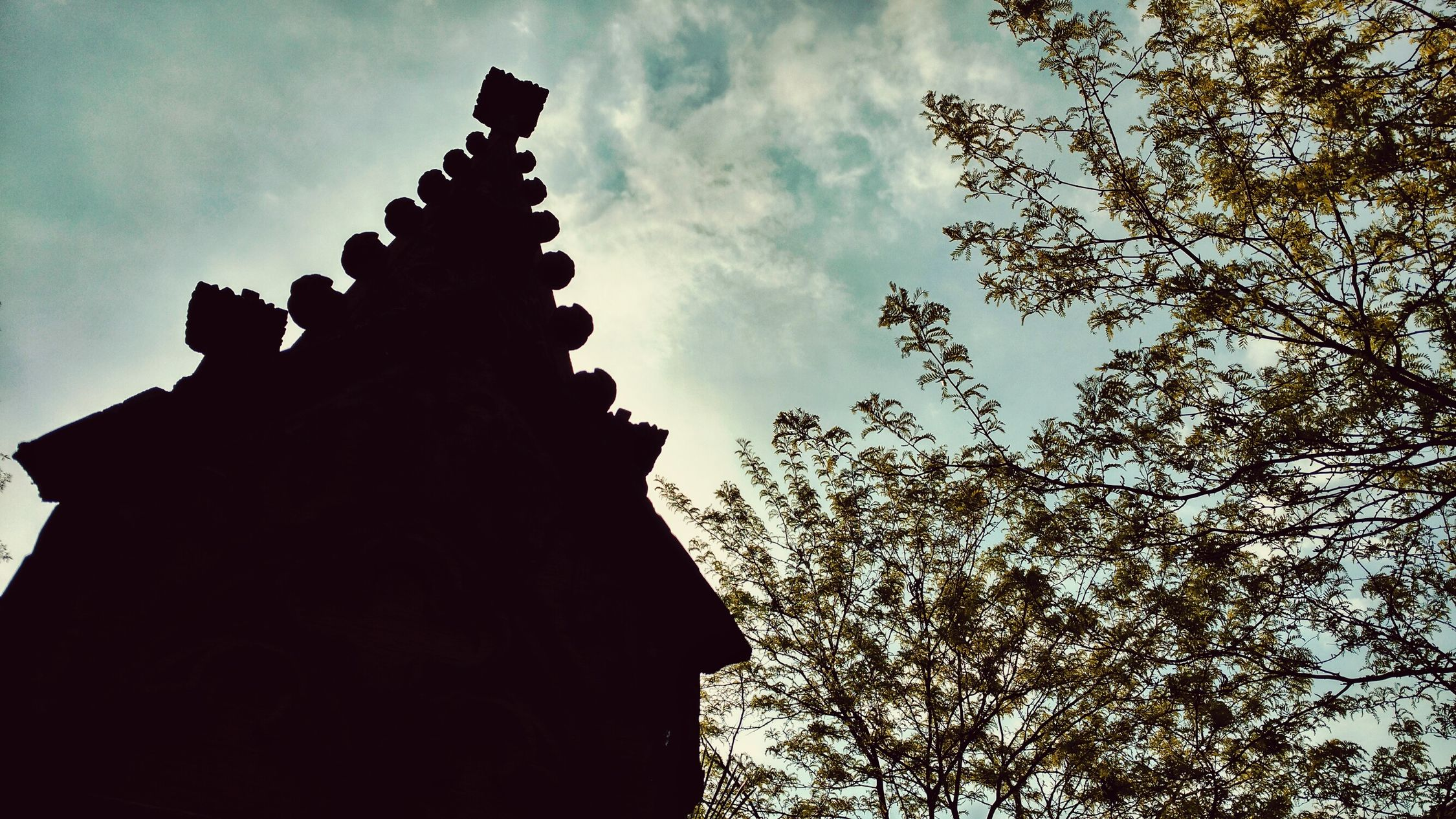 Brunnen Religion Outdoors History Day No People Cloud - Sky Low Angle View Silhouette Sky Architecture Building Exterior Statue Tree Ancient Civilization Nature