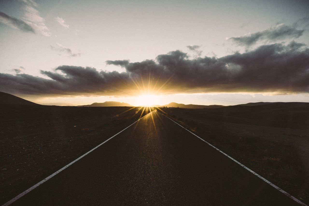 Sunset Sunbeam Sun Landscape Beauty In Nature Sky Wide Angle Photo OpenEdit Photooftheday EyeEm Gallery Eye Em Nature Lover Exploring Fuerteventura Check This Out Photography Volcanic Landscape Nature Vanishing Point Beautiful EyeEm Best Shots Landscape_Collection Atmosphere Travel Traveling