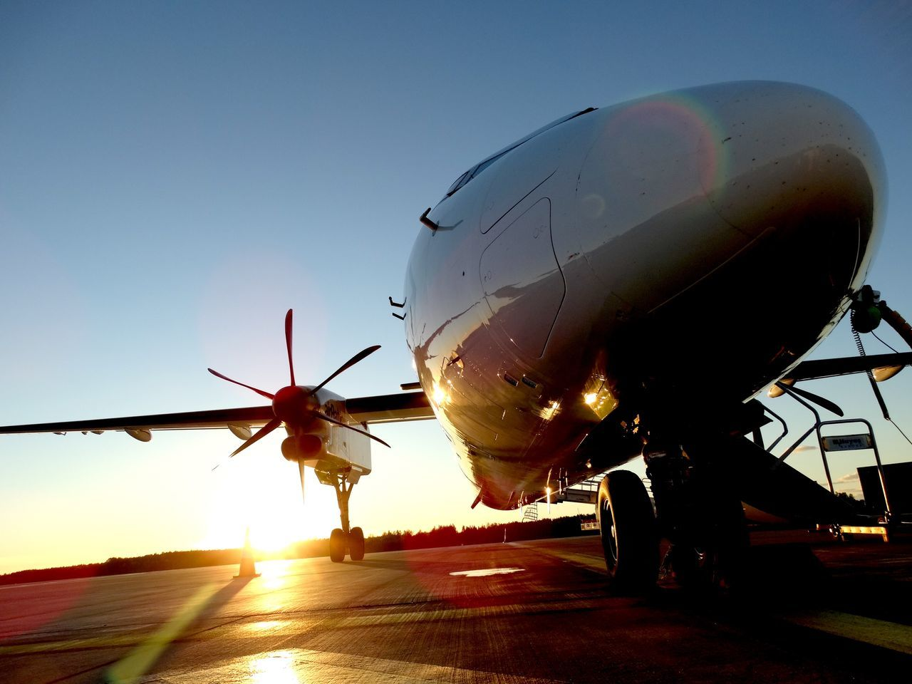 Q400 Bombardier Riga Airport Sunset Sunset_collection Close To The Ground