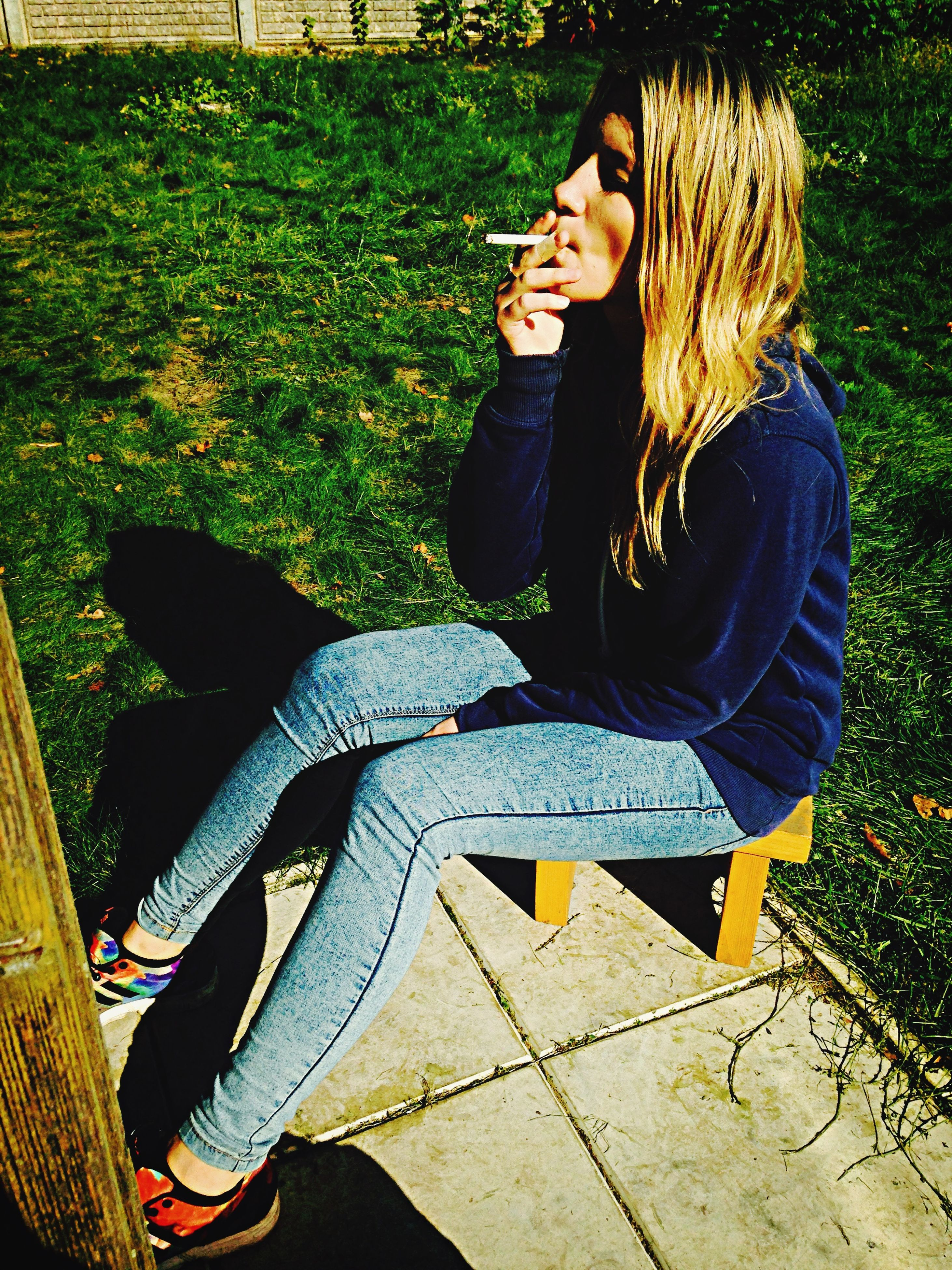 lifestyles, casual clothing, leisure activity, person, full length, young adult, young women, sitting, park - man made space, high angle view, outdoors, standing, front view, day, smiling, three quarter length, long hair, portrait