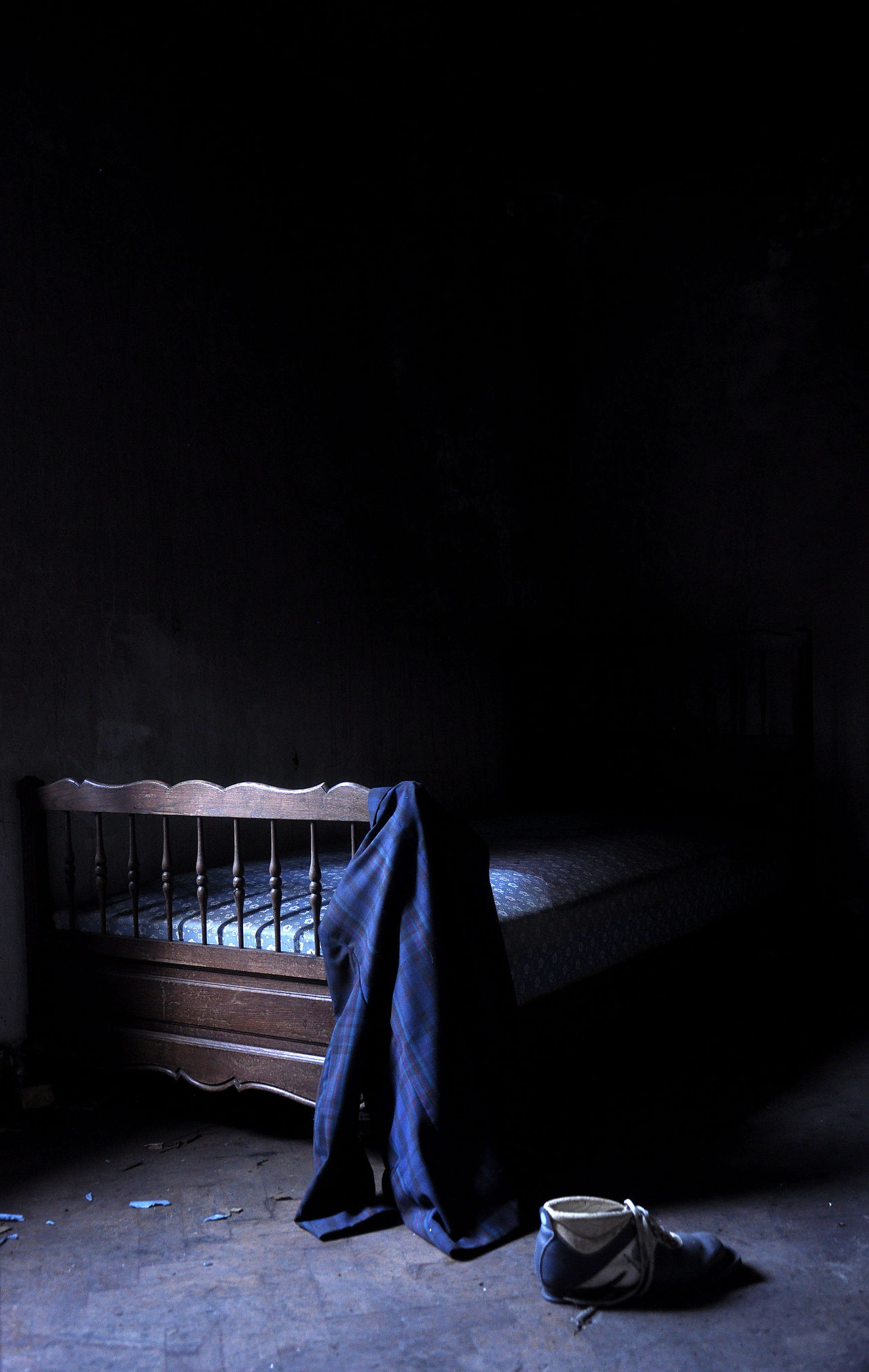 #abandonedhouse #bed #darkness #forgotten #jacket #oldbed #urbanexploration  #Urbanexploring #urbex