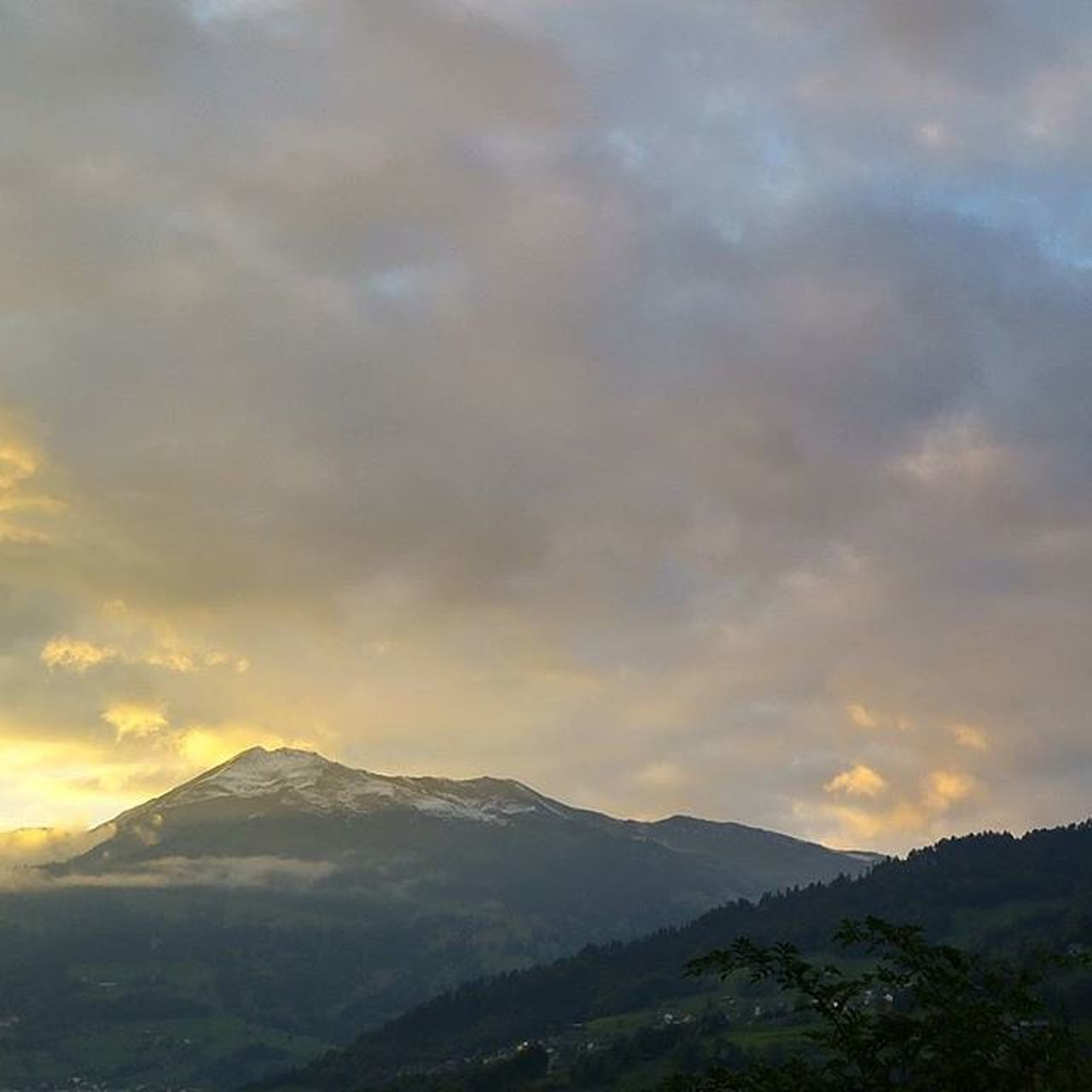 mountain, cloud - sky, nature, sky, outdoors, no people, beauty in nature, scenics, tranquility, mountain range, landscape, day, tree