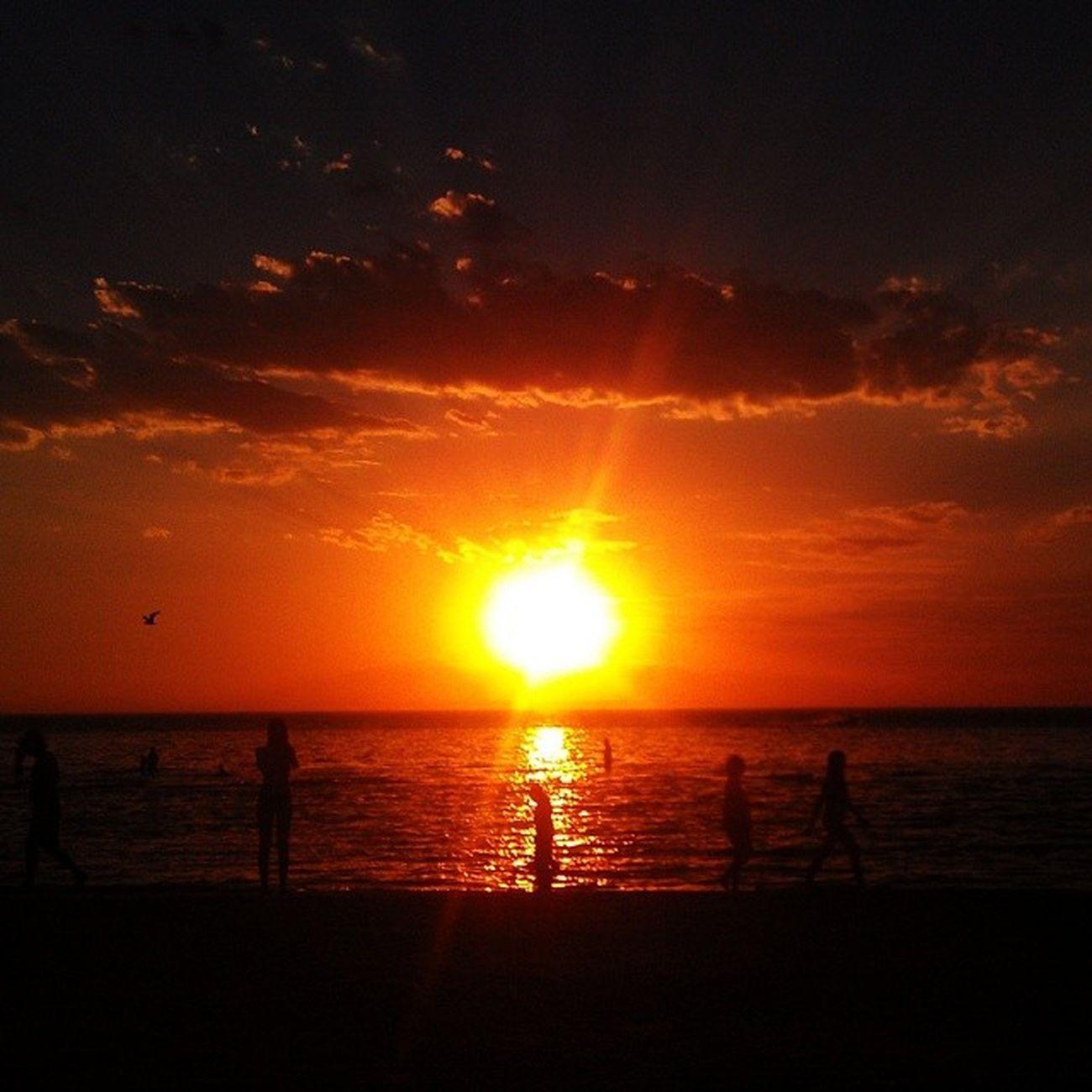 It looks.like the world is ending! Edithvale 43degrees Somanycookedlobsters Nofilter sunset melbourne seeaustralia