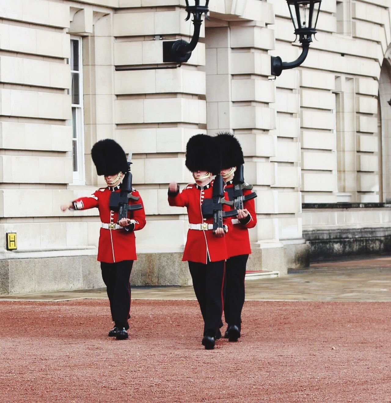 Original Experiences Architecture Building Full Length Soilder Guard Outdoors Buckingham Palace Day Parade Feel The Journey Tourist Attraction  Battle Of The Cities London Lifestyle