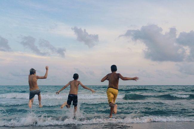 friends - EyeEm Best Shots The EyeEm Facebook Cover Challenge IPhoneography Mobilephotography Open Edit Friends Summer Beach Summer Views
