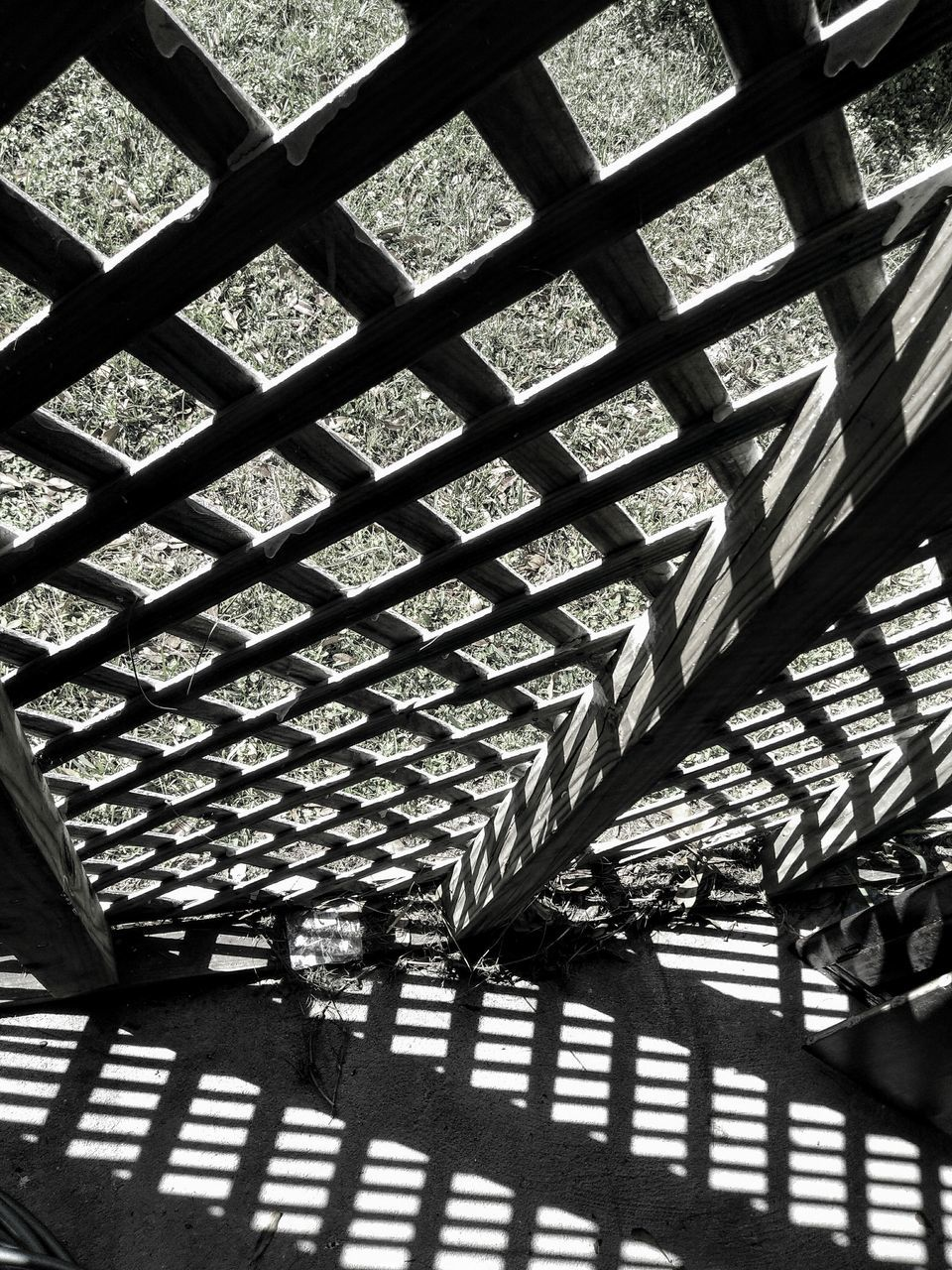 pattern, indoors, no people, architecture, day, built structure, low angle view