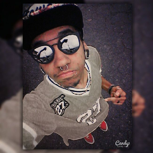 who critizes, me very deep wonder, i caugth... connected? 1, 2, stepped -'- ;) Swag Vibe Foda -ci c: