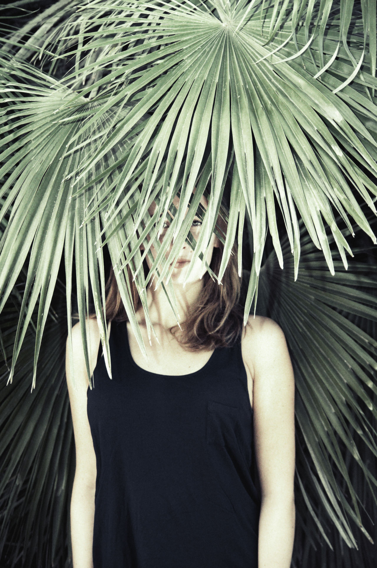 Facepalm Beauty Face Girl Green Hardly Visible Hideout Linas Was Here Lurking Model Palm Roar Summer Tiger