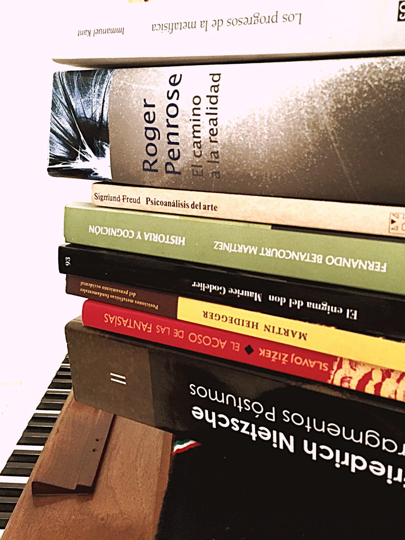 Books Complexity Piano Music Philosofy Read Inglés (null)Photography Freud Nietzsche Kant Heidegger Slavoj Betancourd