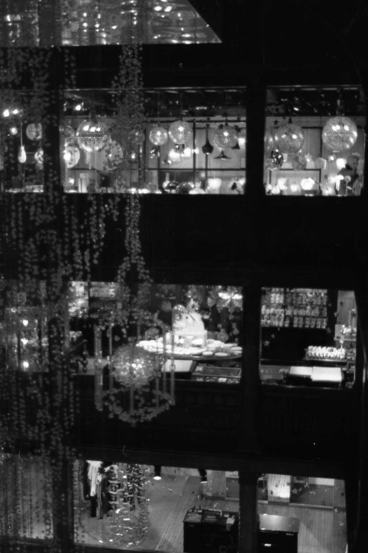 Back Light Black And White Chandelier Chandelier Light Contre-jour Contre-jour Shot Department Store Grand Magasin Liberty Lustre Noir Et Blanc