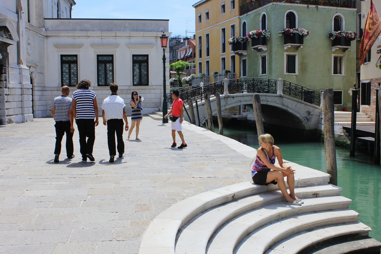 Built Structure Large Group Of People Architecture Adults Only People Venice, Italy Gondelieri Gondola - Traditional Boat Gondola Man People Watching Summertime Summer Flirtyfun Flirty  Flirt Girl Looking Over Shoulder Girl Looking After Mens Live For The Story