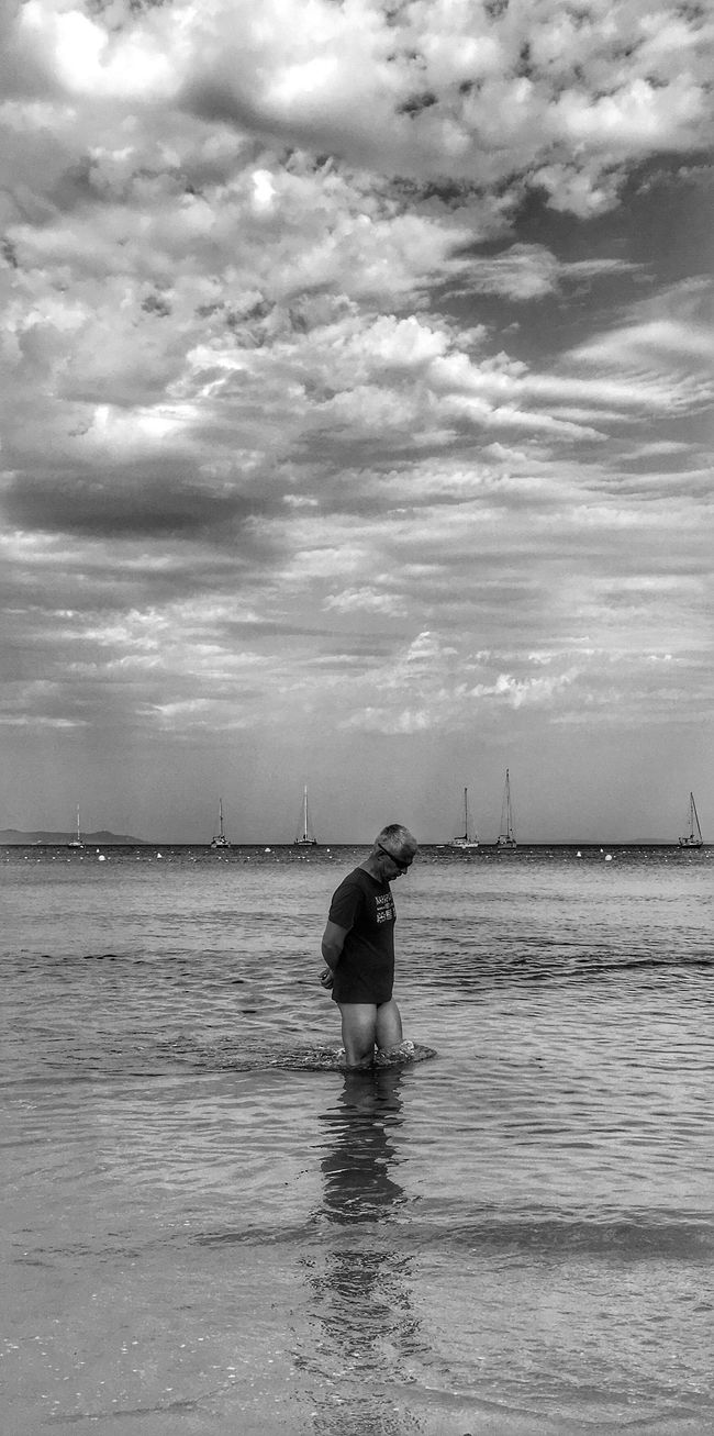 Le penseur ! The thinker ! Sea Water Sky Cloud - Sky Tranquil Scene Tranquility Cloud Cloudscape Solitude Loneliness Getting Away From It All Bwbeach Black And White Photography Black&white Blackandwhitephotography Black & White Blackandwhite Photography Blackandwhite Black And White Black And White Collection