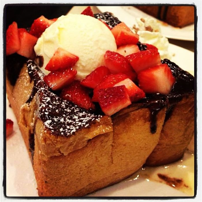 Afteryou Thailand Bangkok Paragon Desserts Dessert Hunny Toast Toasts Chocolate Strawberry