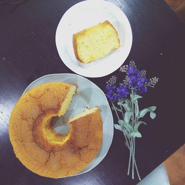 Orange chiffon cake 😍😍😍 High Angle View Foodpic Foodphotography Food Stylist Food And Drink Cake ChiffonCake Chiffoncakeslice Baking Dessert