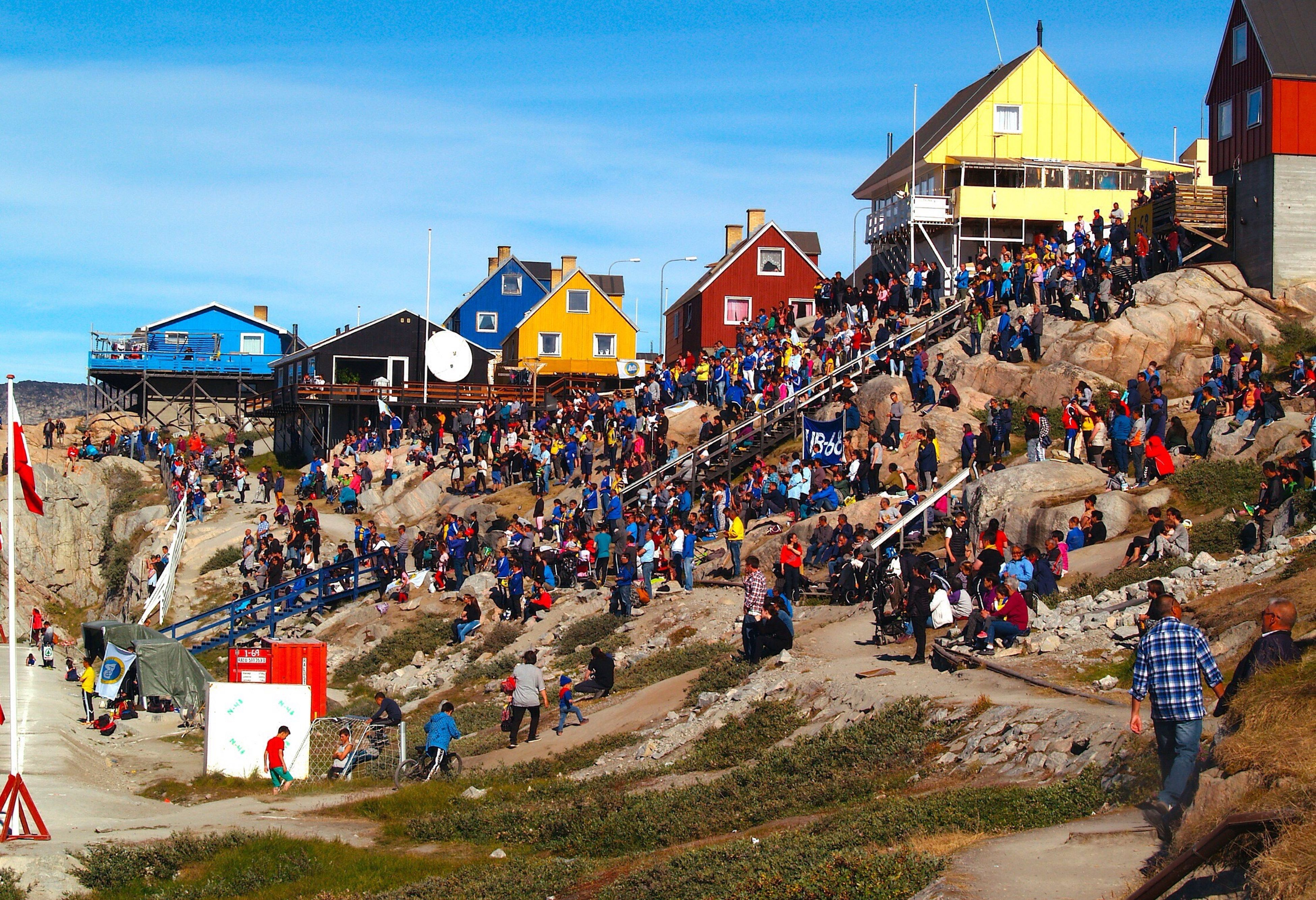 large group of people, building exterior, lifestyles, person, leisure activity, built structure, togetherness, vacations, architecture, men, enjoyment, crowd, tourist, tourism, casual clothing, outdoors, town, sky, fun, day, summer, facade, city life