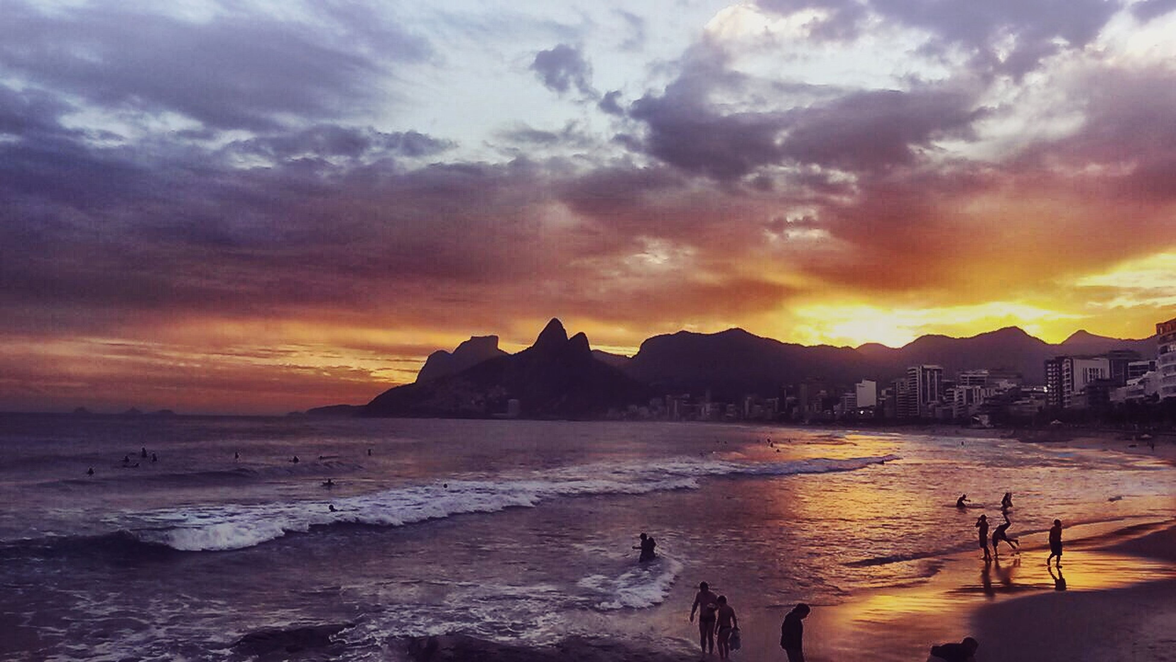 A friend of mine took that picture in her last travel to Rio de Janeiro. I've been there once and it was an amazing experience, such a beautiful place. She took the picture and I just put some edit on it, so all the credits to Ellen's :) My Edit With Someone's Pic Sunset Sunset_collection Sky Clouds And Sky My Sky Obsession... Life Is A Beach Our Amazing Sun Check This Out Rio De Janeiro