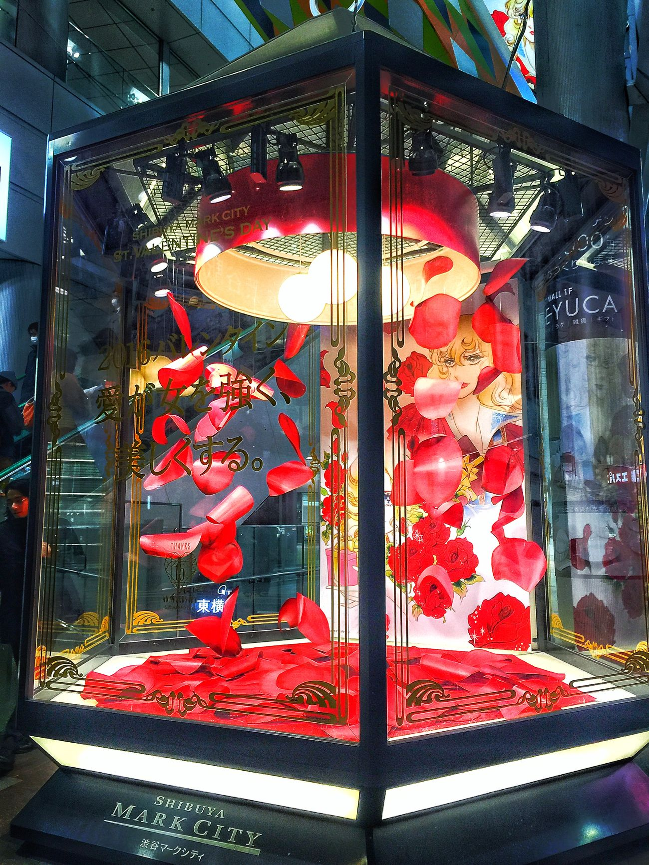 愛が女を強く、美しくする 男はどうしたら強く…美しくなれるのか… なんてね EyeEmBestPics IPhoneography ベルサイユのばら オスカル Window Display Roses 東京雑景 Shibuya Public Transportation