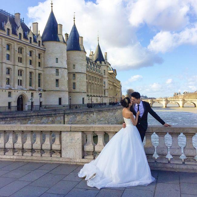 Love is in the air! Have a great week! Paris Love Wedding Weddings Around The World Parisweloveyou EyeEm Best Shots EyeEm Best Shots - People + Portrait Paris ❤ Historical Sights
