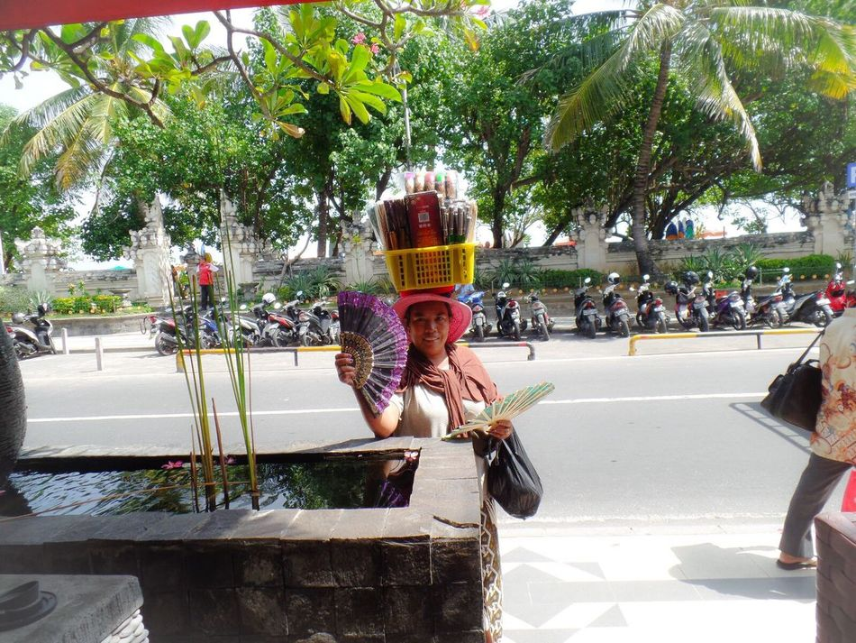 Amazing to see what the people here carry on their head. Amazingpeople Bali INDONESIA Traveling Travel Travel Photography Seetheworldthroughmylens Beautiful PicturePerfect EyeEm Gallery Colorphotography Traveltheworld Taking Photos ASIA Peoplephotograpy Streetsofbali Photography Color Photography People