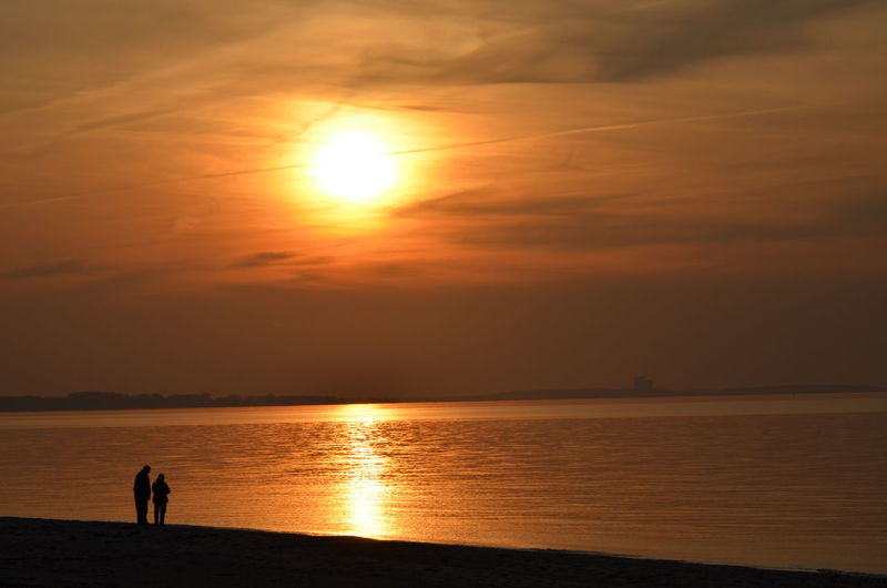 Love Couple Two Person At The BeachSunset Sea Sun Horizon Over Water Silhouette Idyllic Sky Beauty In Nature Leisure Activity People Beach Adults Only Water Outdoors Golden Sunset Golden Light Golden Moment Golden Hour Gold EyeEm Selects