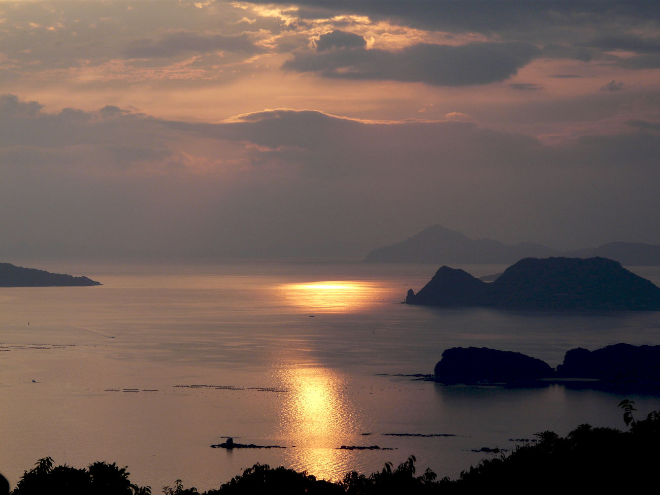 "Nagasaki Journey extra 18:07 Kujyukushima Islands View from Ishidake Obsertory, Sasebo City Nagasaki JAPAN September 11, 2010. Panasonic LUMIX DMC-FZ18 Opening sequence Islands Tom cruise ""Last Samurai"" Moviescene https://youtu.be/JkWzHZsx58k?t=16s Islands Japan Scenery Beautiful Nature Beautiful Sunset Close Up Nature Cloud - Sky Dramatic Sky Majestic Ocean View Sea And Sky Sea Scape Silhouette Sunset Silhouettes Walking Around The City  Water Reflections 佐世保 石岳展望台"